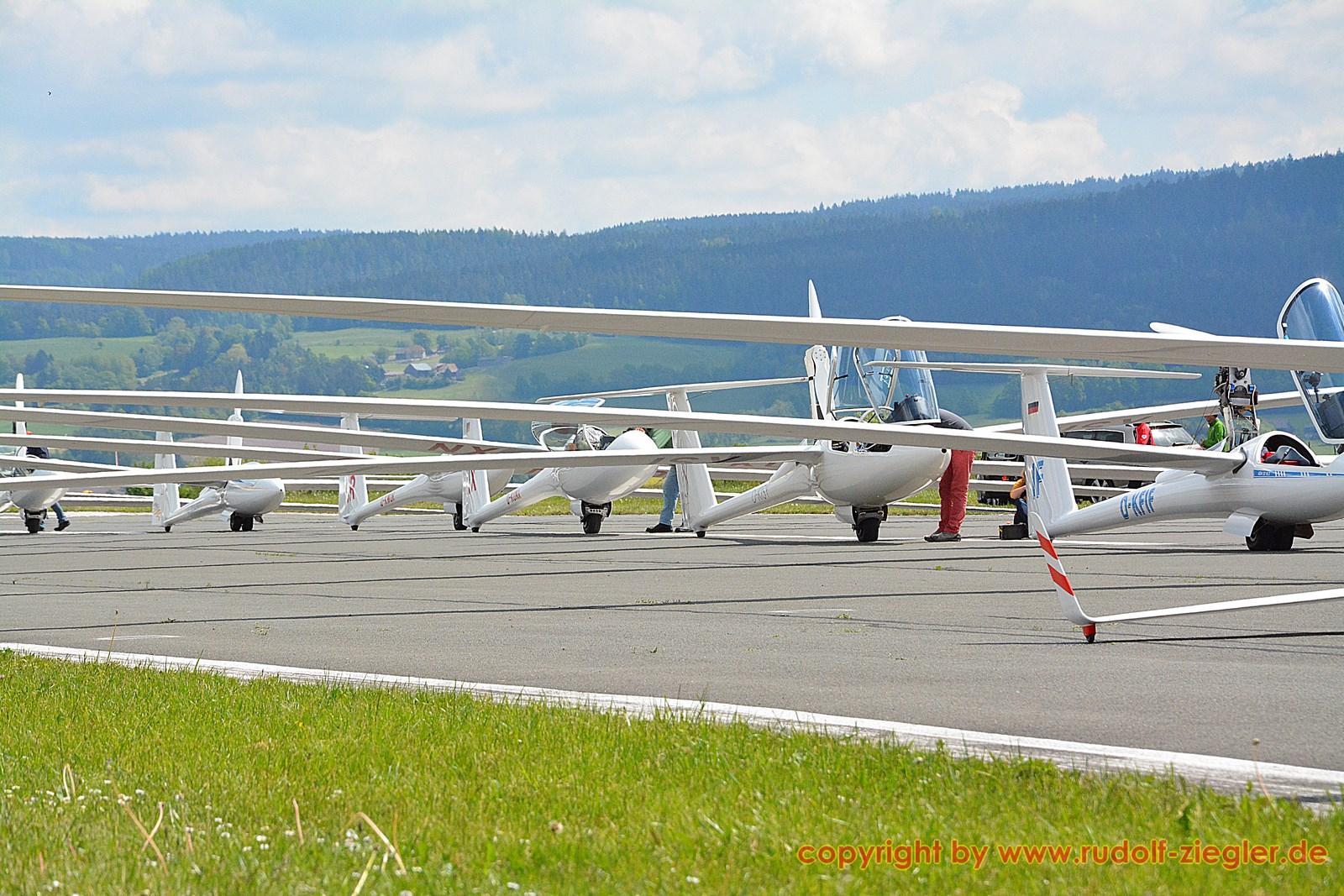 Bayerische Segelflugmeisterschaften - Flugplatz Bindlach 017-S (1600x1200)