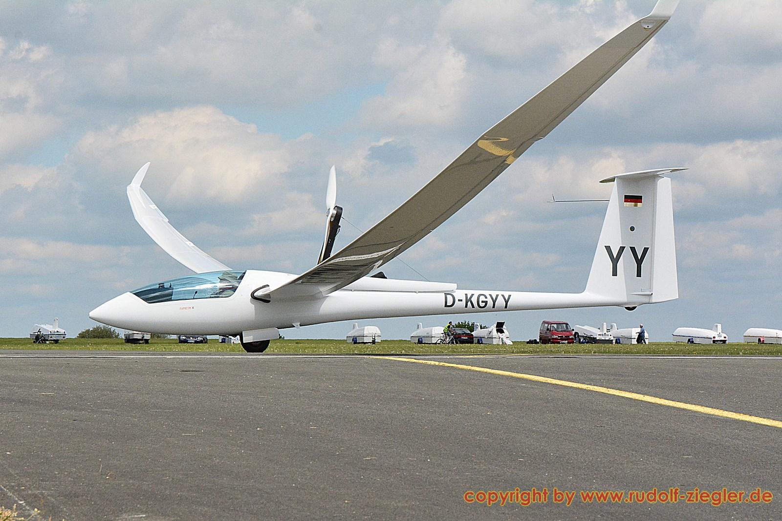 Bayerische Segelflugmeisterschaften - Flugplatz Bindlach 105-A-S (1600x1200)